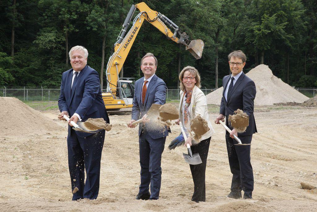 Spatenstich für den Kita-Neubau mit Landrat Spelthahn, Thomas Rachel MdB, Petra Jerrentrup und Karsten Beneke